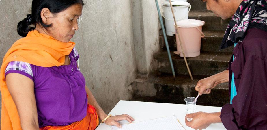 Registering-for-a-Healthy-Life_Chanura-Kol-Helps-Women-Who-Inject-Drugs_14.05.2013